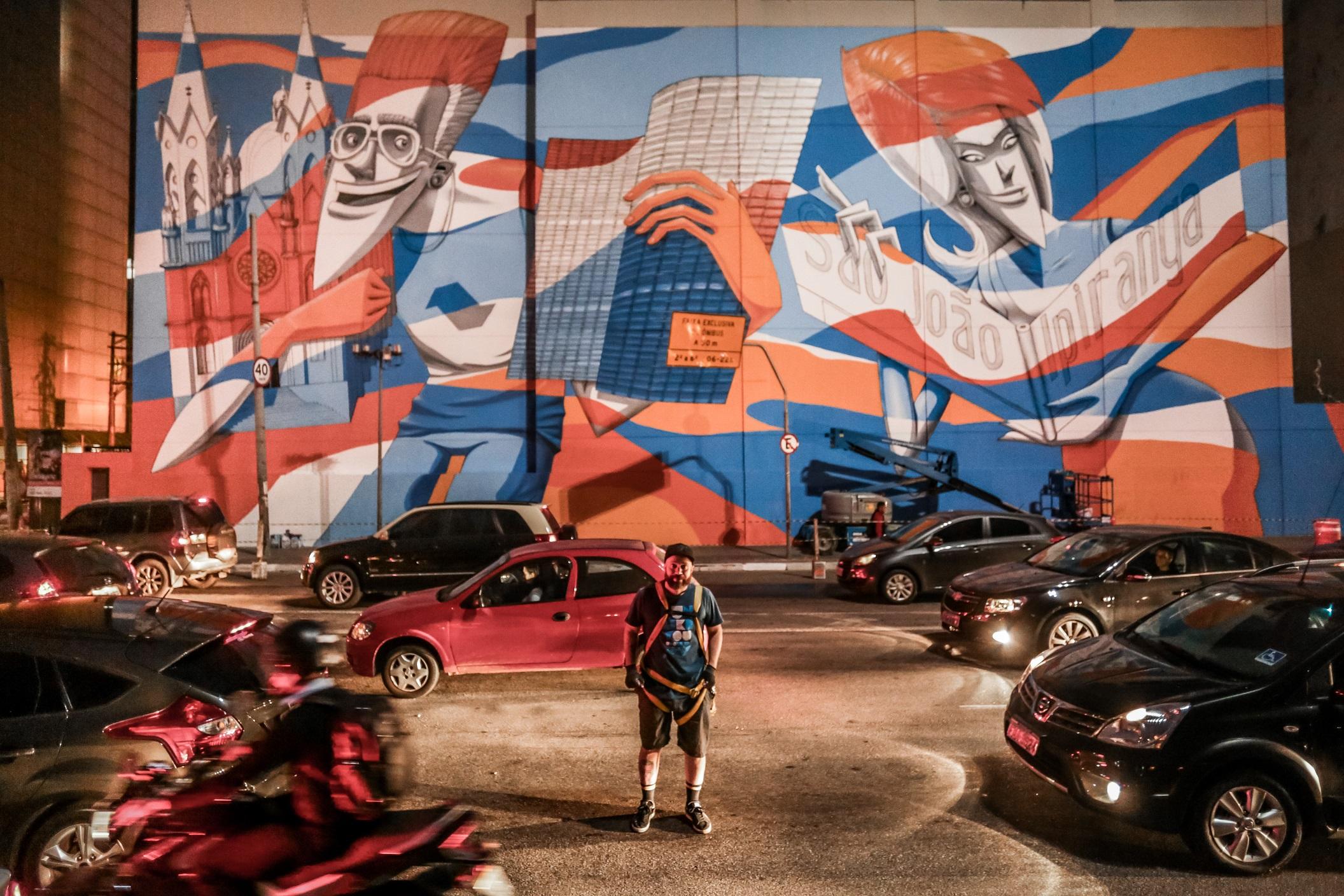 Marcelo Eco completa dois murais no centro de São Paulo