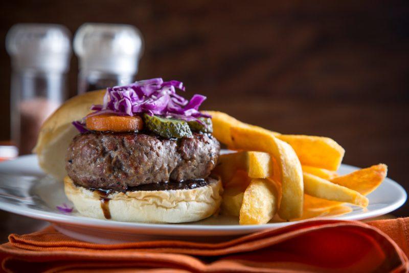 Nova hamburgueria nos Jardins para fãs de cerveja, sanduíches e blues
