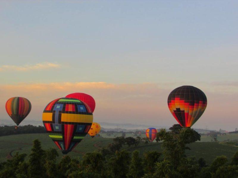 É lindo ver o céu cheio de balões coloridos Foto: Sueli dos Santos