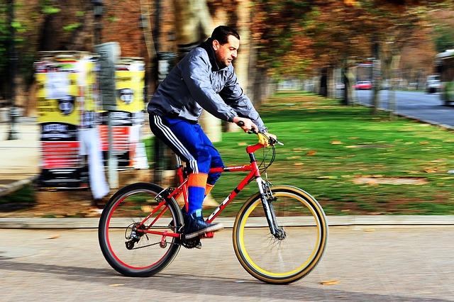Aprenda a pedalar com os voluntários da ong Bike Anjo