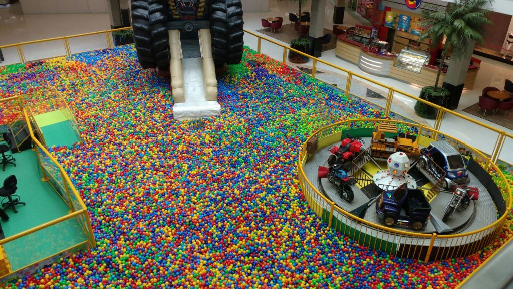 Férias Santana Parque Shopping_Piscina gigante de bolinhas Divulgação
