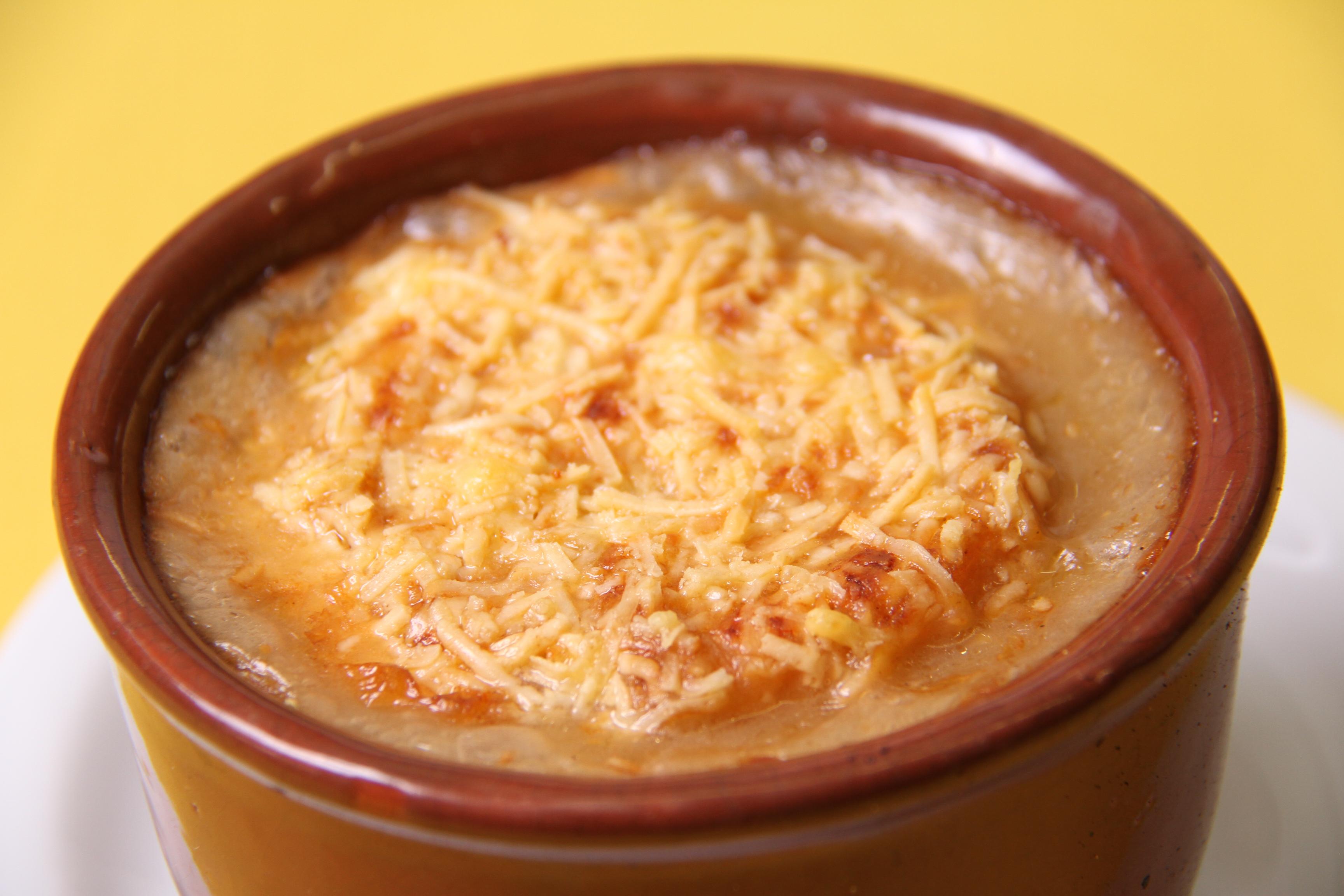 Sopa de cebola gratinada